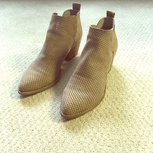 Dolce Vita Sonya Perforated Bootie